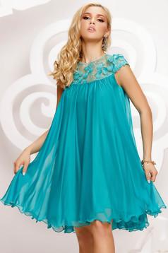 Alkalmi bő szabású rövid muszlin türkizzöld ruha csipke díszítéssel