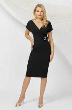 Fekete midi ceruza ruha rövid ujjakkal, masni alakú kiegészítővel