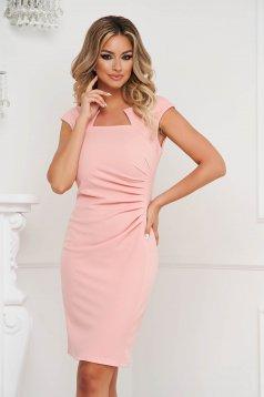 Rövid ujjú világos rózsaszínű rövid irodai ceruza ruha rugalmas anyagból