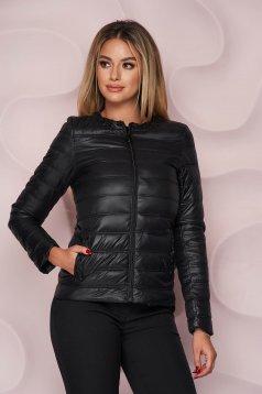 Egyenes szabású zsebes fekete dzseki vízlepergető vékony anyagból gyöngy díszítéssel