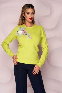 Világos zöld bő szabású kötött női blúz 3d virágos díszítéssel