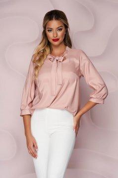 Bő szabású irodai aszimetrikus púder rózsaszín StarShinerS női blúz vékony merevitett szaténból megköthető masnival