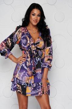 Fodros rövid harang alakú ruha, gumirozott derékrésszel, vékony merevitett anyagból