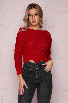 Rövid kötött szűk szabású piros pulóver rugalmas anyagból hosszú ujjakkal