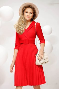 Irodai midi piros rakott, pliszírozott harang ruha vékony merevitett anyagból öv típusú kiegészítővel