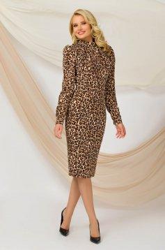 Irodai midi ceruza ruha merevitett állatmintás anyagból bross kiegészítővel