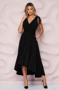 StarShinerS fekete aszimetrikus ujjatlan alkalmi harang ruha szaténból csipke díszítéssel