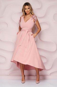 StarShinerS púder rózsaszínű aszimetrikus ujjatlan alkalmi harang ruha szaténból csipke díszítéssel