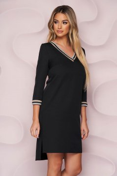 Fekete StarShinerS ruha aszimetrikus egyenes finom tapintásu anyagból v-dekoltázzsal és háromnegyedes ujjakkal